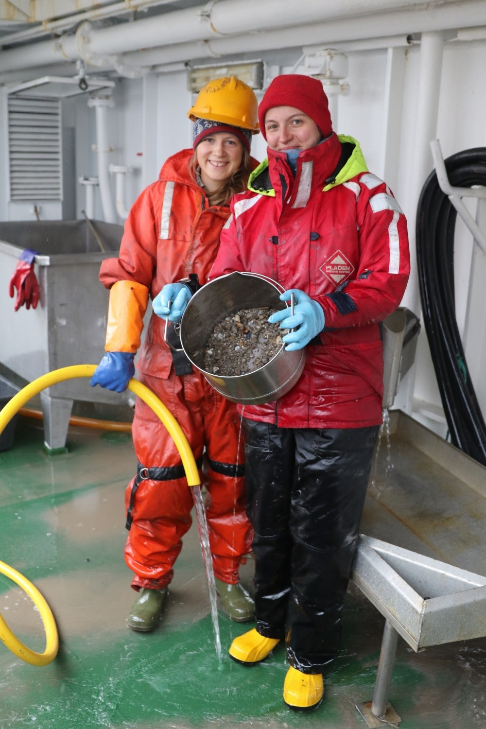 Maeve (left) and Basia (right) with their benthos sample. Picture by Ivan Gromicho